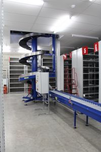 Spiral elevator with powered conveyor transfer